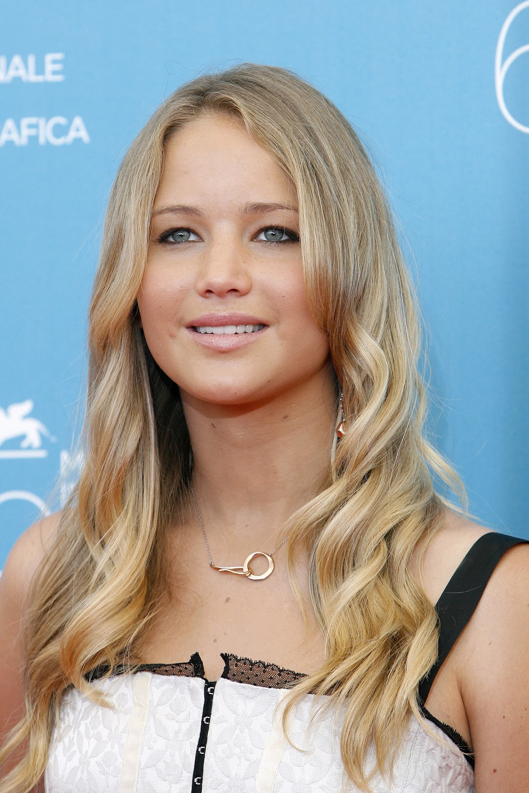 Jennifer Lawrence Makeup Tutorial: Jennifer Lawrence Pictures Gallery (2)