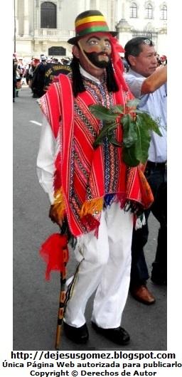 Foto del Jamille o Boliviano en pleno Pasacalle en la Plaza de Armas de Lima por Jesus Gómez