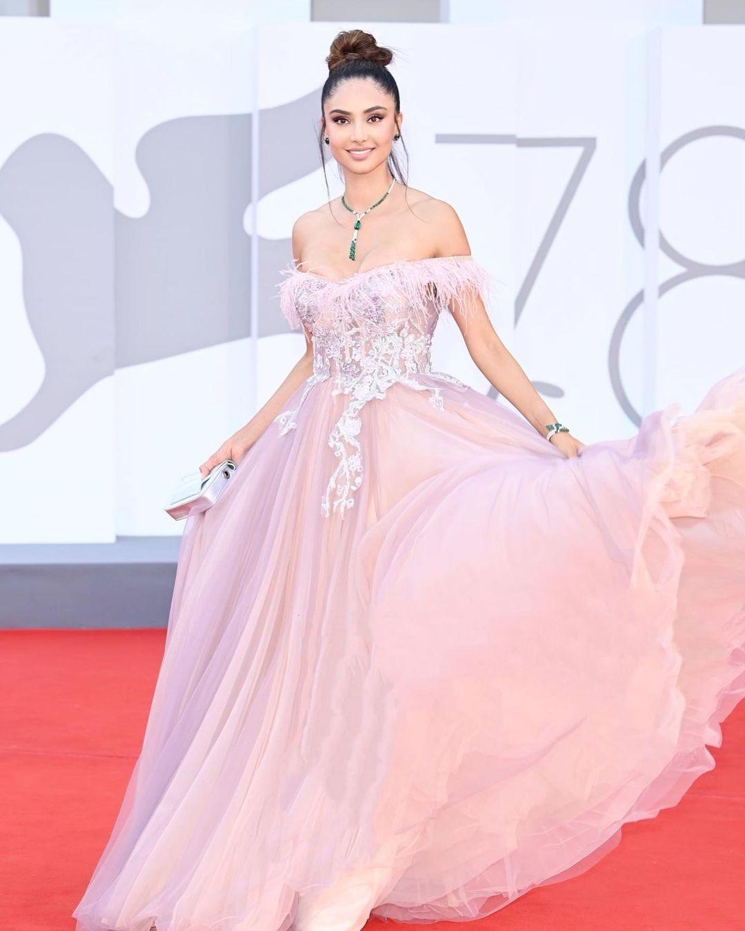 Italian Actress Girl DP
