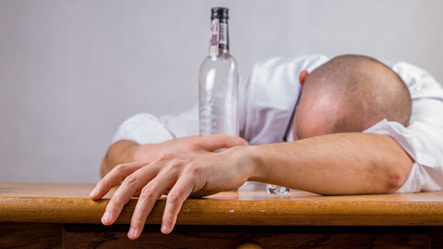 Resacas casi eternas: ¿Por qué con los años toleramos cada vez menos el consumo de alcohol?