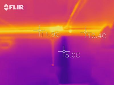 Wärmebild mit Strom und Abwasserleitung