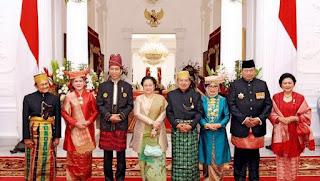 pakaian adat yang dipakai presiden dan mantan presiden indonesia www.simplenews.me