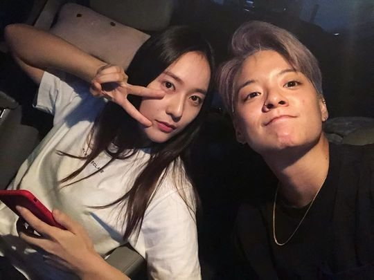 Amber shares a photo with Krystal post SM exit ~ Netizen Buzz