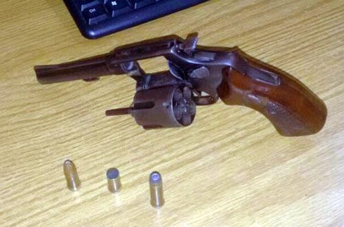 Assaltante é preso depois de ser linchado e ter arma tomada por populares, na cidade de Coité