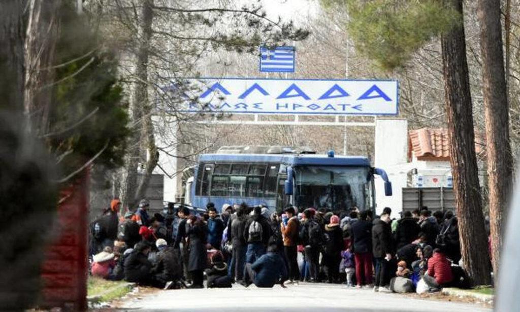Έβρος: Μετανάστες επιστρέφουν με λεωφορεία στην Κωνσταντινούπολη
