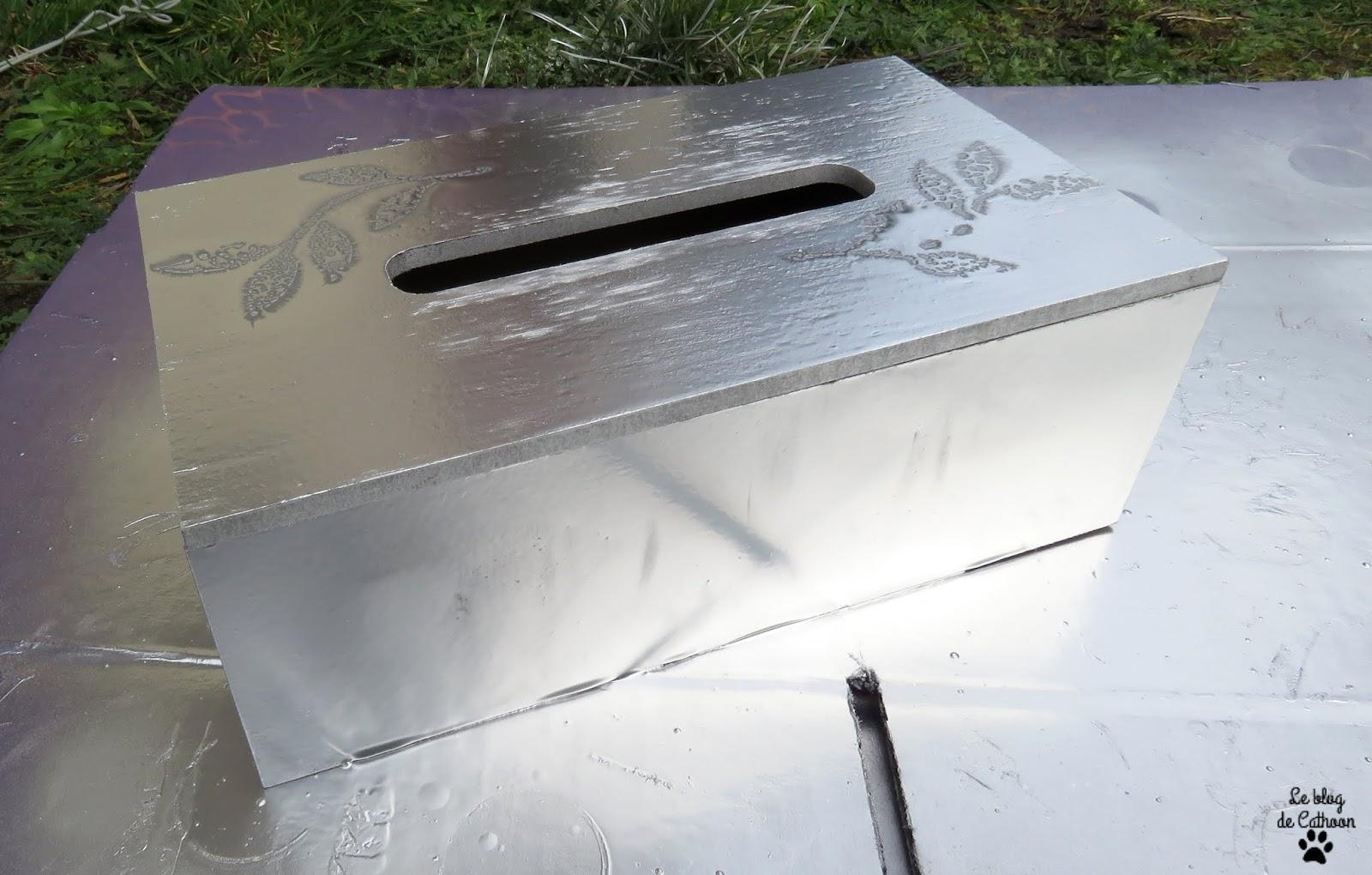 Personnaliser une urne avec une boîte à mouchoir