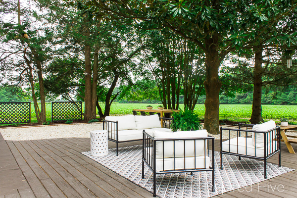 Casual and classic patio makeover mixing modern and traditional style.