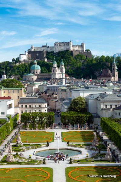 Vista de Salzburgo y de los jardines del Palacio de Mirabell (Austria)