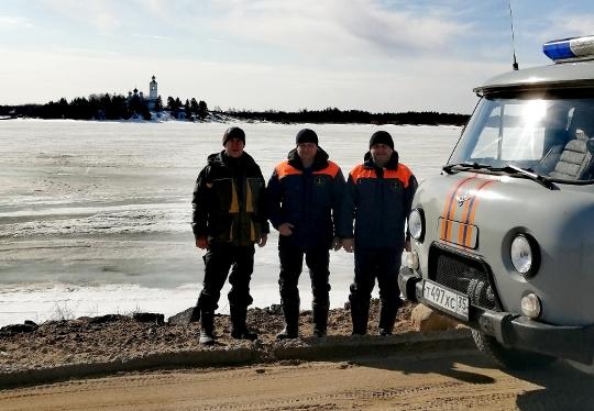 Сотрудники ГО и ЧС предупреждают рыбаков об опасности весеннего льда