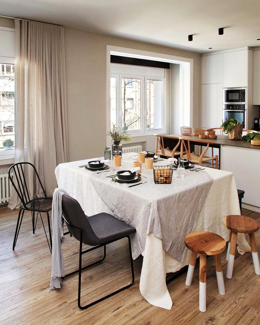Industrialne elementy w stonowanym wnętrzu, wystrój wnętrz, wnętrza, urządzanie domu, dekoracje wnętrz, aranżacja wnętrz, inspiracje wnętrz,interior design , dom i wnętrze, aranżacja mieszkania, modne wnętrza, styl industrialny, styl loftowy, loft, stonowane kolory, naturalne dodatki, czarne dodatki, jadalnia, kuchnia, wyspa kuchenna