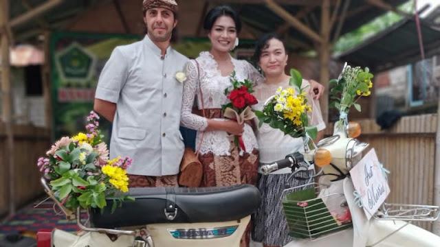 warga Spanyol saat bersama istrinya dr. Dewi Nurul Makhabah, warga Medana, Lombok Utara.