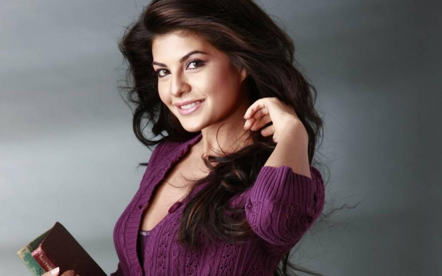 Latest Bollywood Actresses: Jacqueline Fernandez Wallpaper