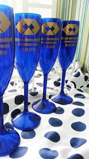 taças de acrílico personalizadas pretas  azul transparentes