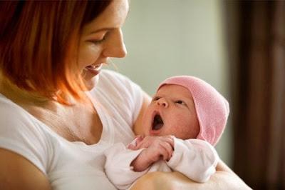 Bé sơ sinh không chỉ nằm yên một chỗ