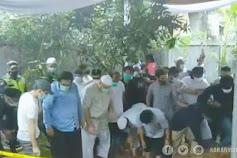 Penggali Kubur Kaget Saat Lihat Jenazah Syekh Ali Jaber Sebelum Dimakamkan