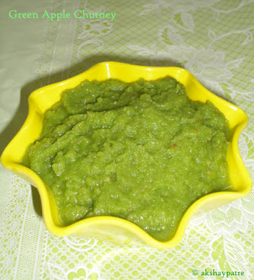 green apple chutney in a serving bowl