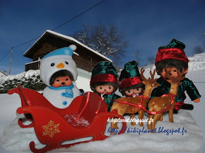 monchhichi, traineau, kiki, bonhomme, neige, noel, père-noel, rênes, chalet, pôle nord, virkiki, lutins, photo, jouets, vintage