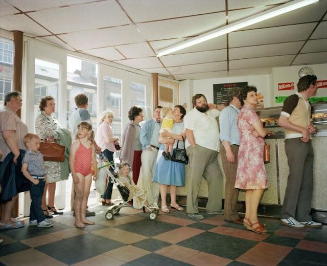31 Amazing Candid Photographs That Capture Everyday Life