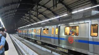 caa-support-slogan-in-delhi-metro