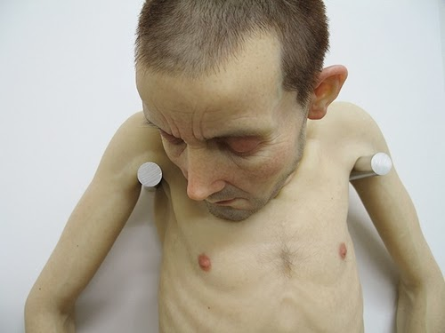 05-Sam-Jinks-Photo-realistic-Sculptured-People-www-designstack-co
