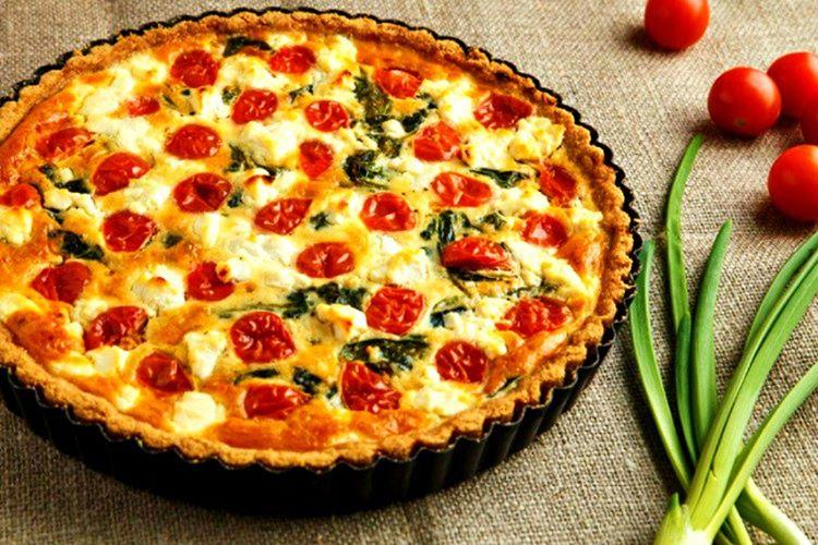 Tart, Yunanistan'da tatlı olarak değil peynirli, ıspanaklı ve hatta etli olarak sunulan bir yemektir.
