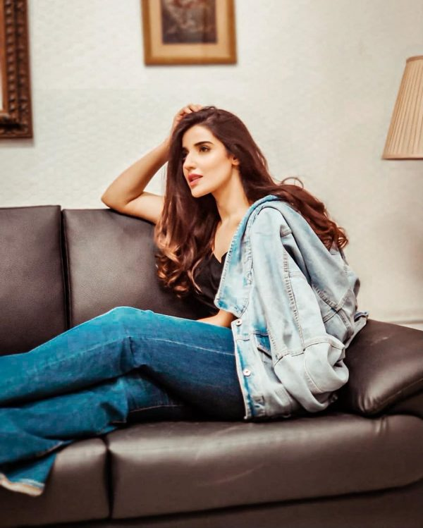 New Beautiful Pictures of Actress Hareem Farooq