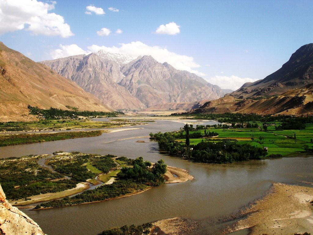 Belle vue sur la rivière Panj, sur la frontière entre l'Afghanistan et le Tadjikistan dans la région de Shughnon-shughnan CC BY-SA 3.0 par Khwahan