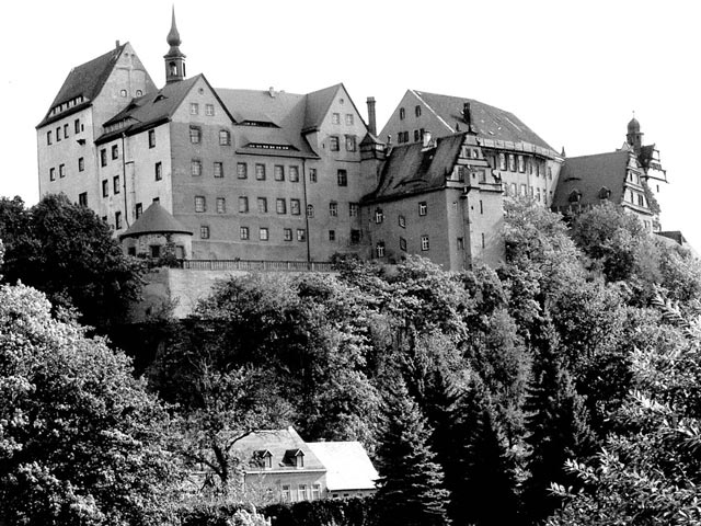 Colditz Castle during World War II worldwartwo.filminspector.com