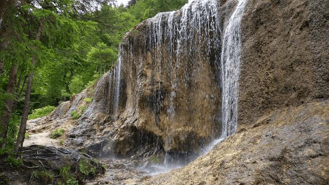 Drumeție de weekend în Vama Buzăului, Brașov: Cascada Urlătoarea și Rezervația Valea Zimbrilor