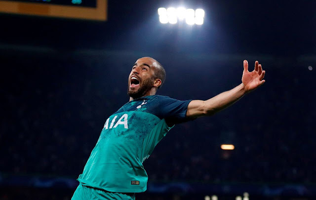 Lucas Moura celebrating for tottenham