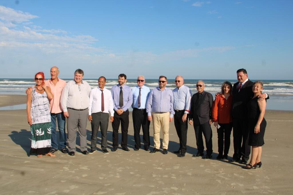 Integrantes da delegação e o prefeito visitaram a orla em Arroio Seco