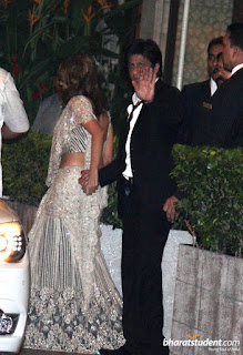 Shahrukh-Khan-and-wife-Gauri-Khan-saif-ali-khan-kareena-kapoor-wedding