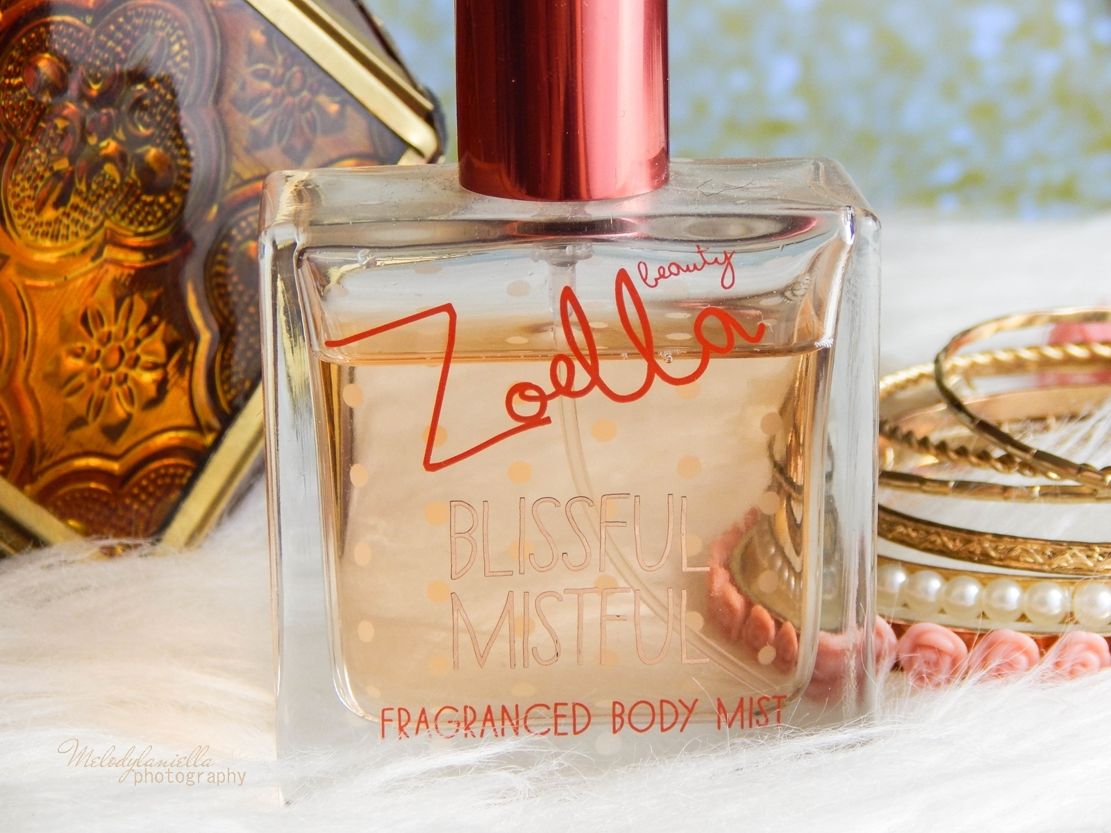 Zoella Blissful Mistful perfumy Zoella Beauty Superdrug recenzja kosmetyki Zoe Sugg moje ulubione perfumy na zimę melodylaniella style lifestyle blog ciekawe zapach