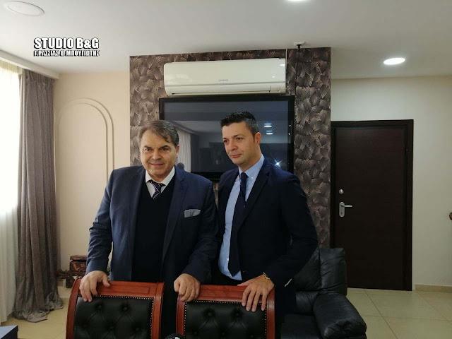 Υπολογιστές και δυο περιπολικά της αστυνομίας κάνει δωρεά ο Κωνσταντίνος Μάκαρης στον Δήμο Άργους Μυκηνών