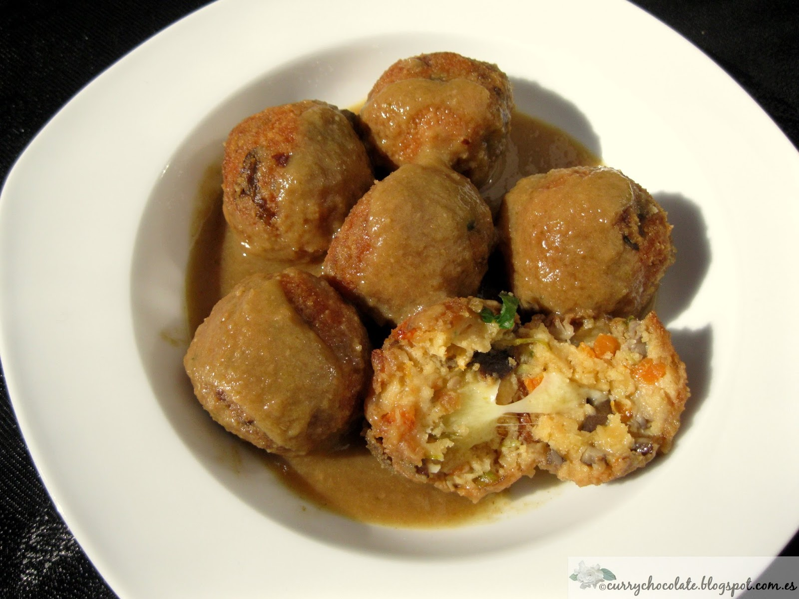 "Albóndigas de verdura con queso - Vegetarian ""meatballs"" with cheese"