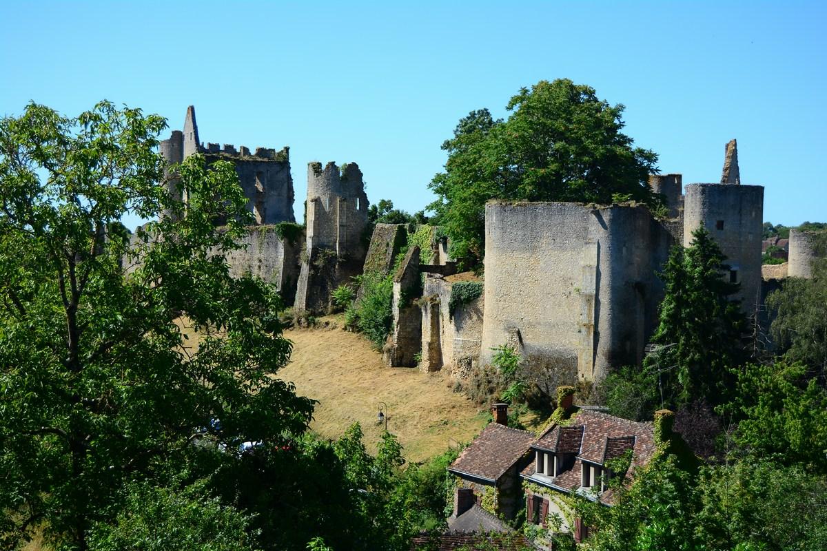 Angles sur l'Anglin et son château