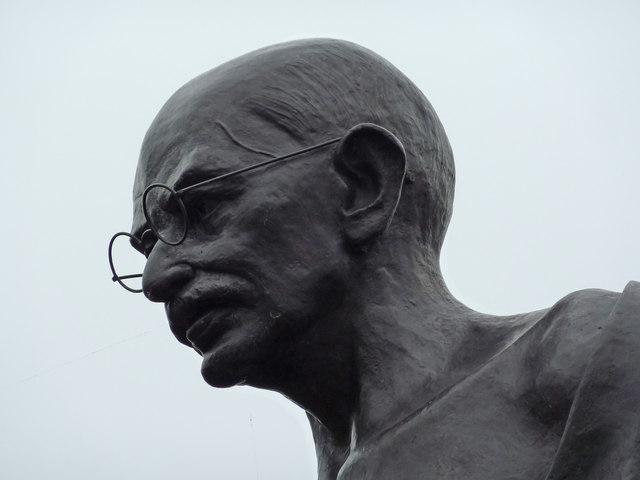 short biography of mahatma gandhi in english