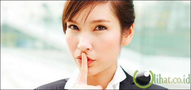 7 Rahasia Wanita yang Sering Disembunyikan ke Pria