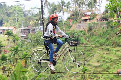 Ni Komang Friska Pradnyayanti di sky bike