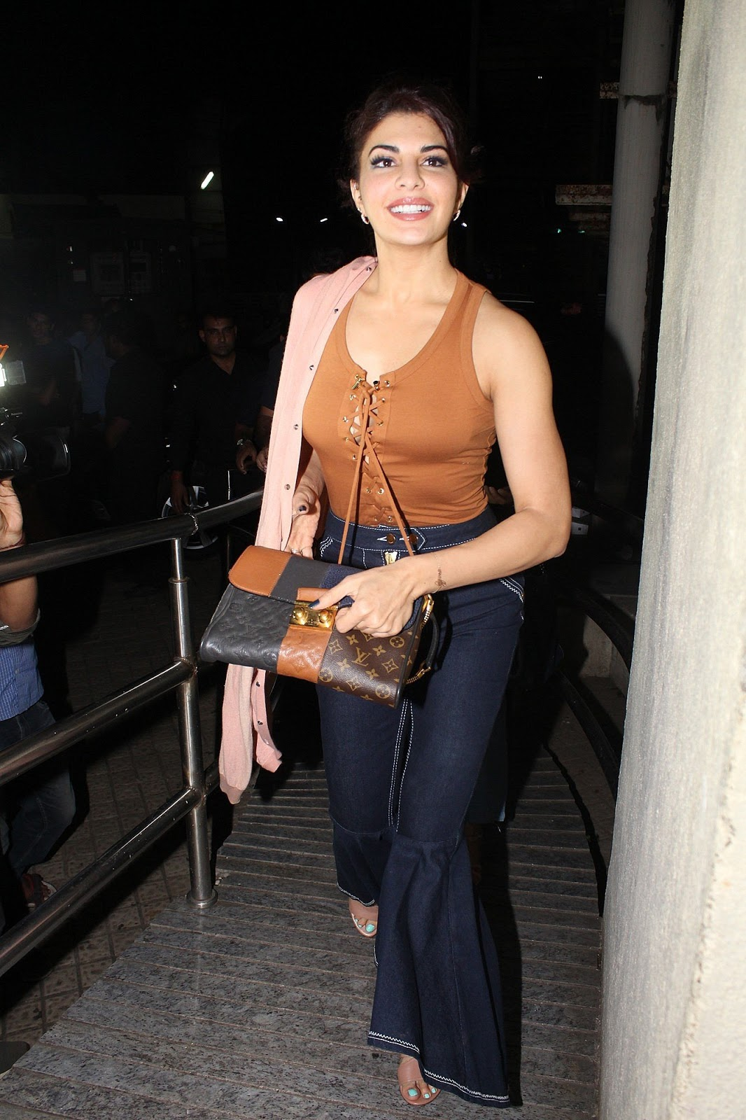 "Jacqueline Fernandez Showing Her Spicy Curves at Film ""A Gentleman"" Special Screening"