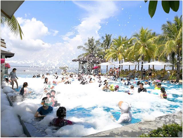 Crimson Resort and Spa Mactan Bubble Pool