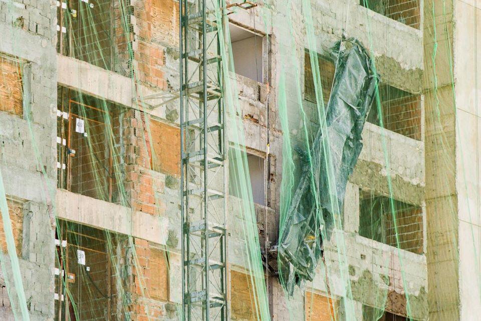 Os homens caíram do quinto andar - Foto:Hugo Barreto/Metrópoles