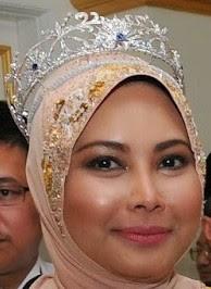 diamond tiara terengganu malaysia queen sultanah nur zahirah sapphire