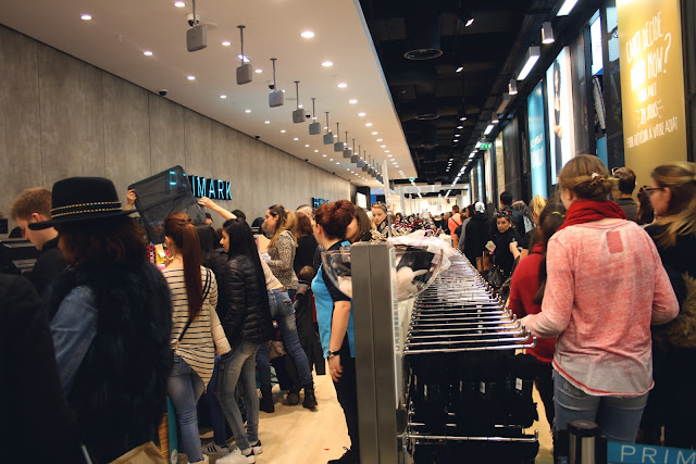 Queue Cash Desk Caisse Attente Primark