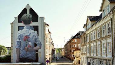 Díselo (o píntaselo) con flores. Arte urbano con corazón