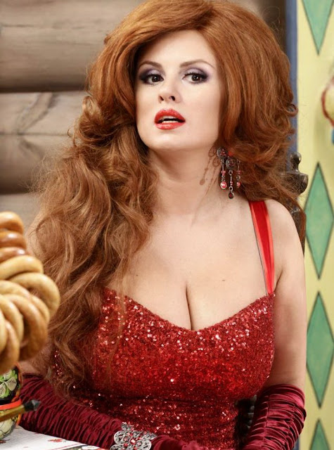 Anna-Semenovich-Hot-Cleavage-In-Red
