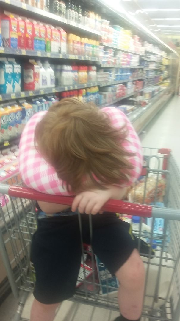 15+ Hilarious Pics That Prove Kids Can Sleep Anywhere - Nap At The Grocery Store.
