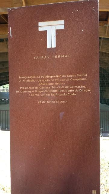Placa de inauguração do Polidesportivo Taipas Termal