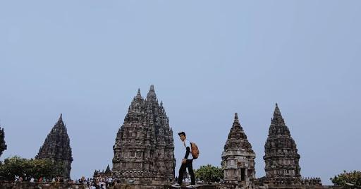 Prambanan dalam puisi cinta indonesia