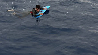 خفر السواحل التركي يضبط مواطن سوري حاول الوصول إلى اليونان بلوح ركوب الأمواج